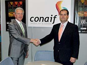 Firma del acuerdo entre caloyrfrio y CONAIF