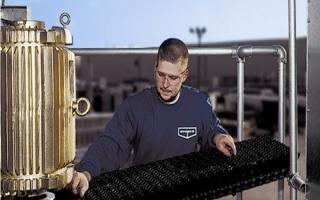 El mantenimiento de equipos de refrigeración evaporativa en 5 pasos