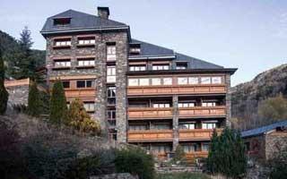Los perfiles de ventanas Rehau mejoran la eficiencia energética y el aislamiento del hotel Bringué de Andorra