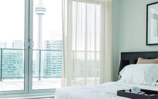Controles remotos de Panasonic para regular el aire acondicionado y otros dispositivos en hoteles