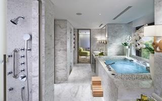 Un baño de lujo en el Hotel Mandarin Oriental Taipei de Taiwan