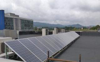 ¿Cuál es la huella de carbono de un captador solar térmico y de un panel fotovoltaico?