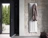 El radiador de diseño Runtal Cosmopolitan se convierte en perchero